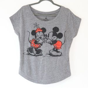 Disney Mickey Minnie Kissing Tshirt